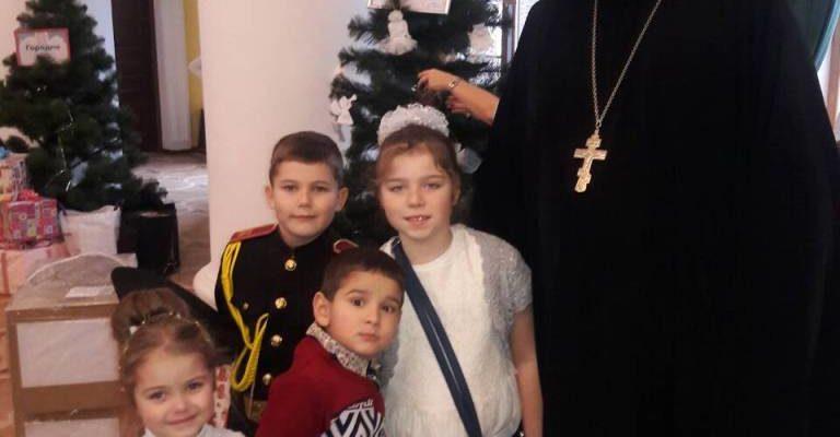 Клирик Оболонского благочинияпосетил благотворительное мероприятие фонда «Дети детям»