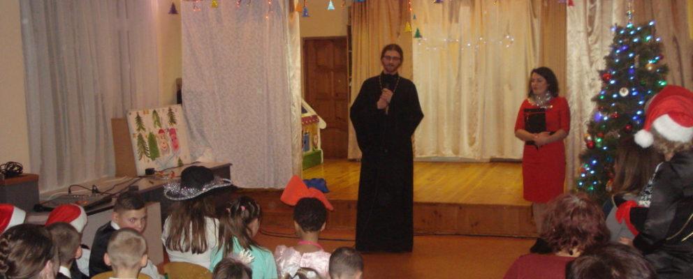 Клирик Оболонского благочиния принял участие в праздничном утреннике в Центре социально-психологической реабилитации детей