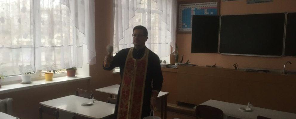 Клирик Оболонского благочиния освятил общеобразовательную школу на Оболони
