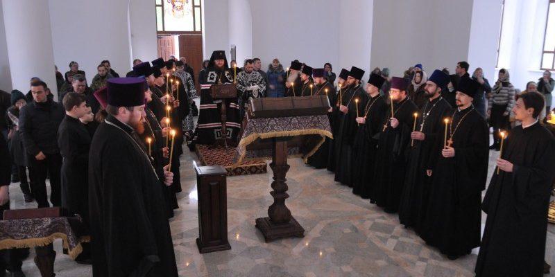 Архиепископ Боярский Феодосий совершил чтение заключительной части Великого покаянного канона в сослужении духовенства Оболонского района