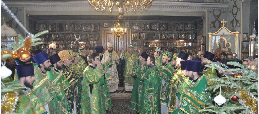 Архиепископ Феодосий возглавил богослужение престольного праздника в храме преподобного Серафима Саровского