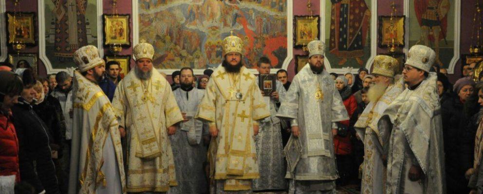 Архиепископ Феодосий возглавил Литургию в Покровском храме г.Киева