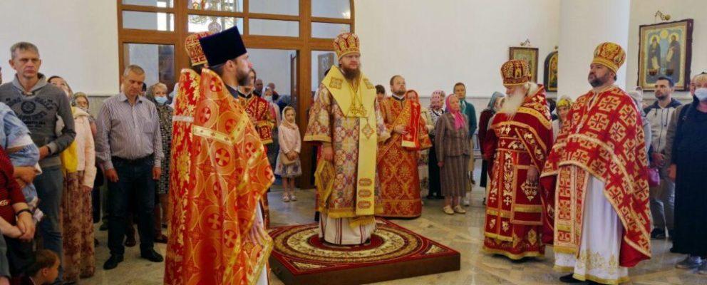 Архиепископ Феодосий возглавил богослужение престольного праздника в храме св.Косьмы и Дамиана на Оболони.
