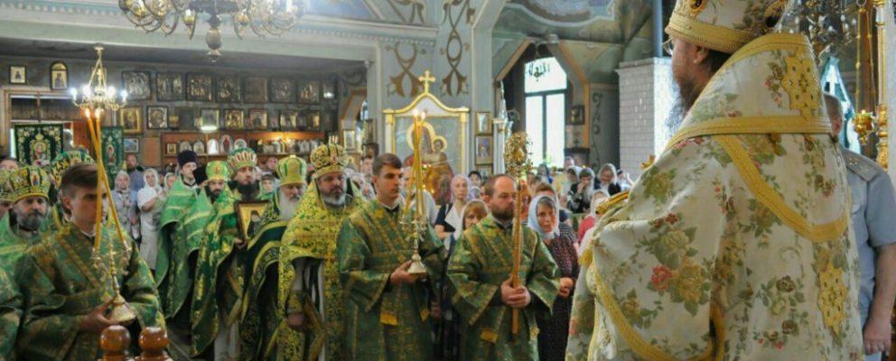 Архиепископ Феодосий возглавил богослужение престольного праздника в храме прп.Серафима Саровского.